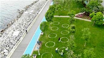 Caddebostan sahilde 'yeni normal' oturma düzeni
