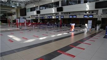 Havalimanlarında kurallara uymayan yolculara yaptırım uygulanacak