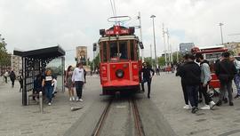 Beyoğlu'ndaki nostaljik tramvay seferlere başladı