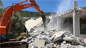Muğla Molla İbrahim Koyu'nda bulunan kaçak yapı yıkıldı
