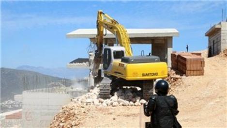 Kaş'ta yüzme havuzlu milyonluk kaçak villalar yıkılıyor
