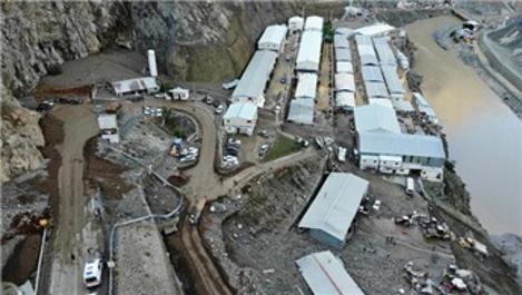 Yusufeli Barajı şantiyesini sel ve heyelan vurdu