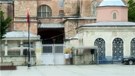 Ayasofya Camisi'nde o tabelalar kaldırıldı