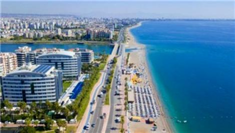 Antalya'ya ilk uçaklar indi, turizmci mutlu