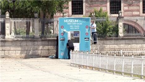 Ayasofya Camisi önündeki bilet satış gişesinin yazıları söküldü