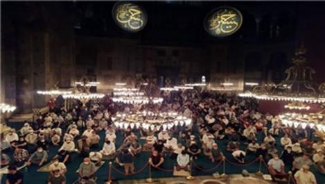 Ayasofya-i Kebir Cami-i Şerifi ziyaretçi akınına uğruyor