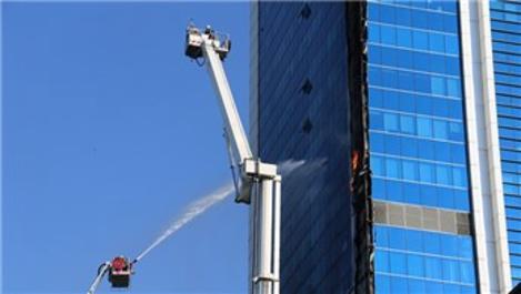 Ankara Söğütözü'nde bir iş merkezinde yangın çıktı!