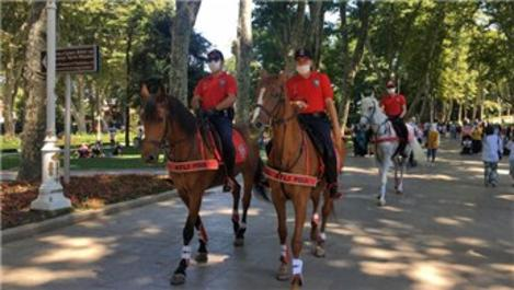 Atlı polislerden Gülhane Parkı'nda denetim