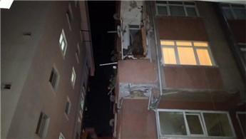 Bahçelievler'de yıkım kararı olan binanın balkonu çöktü