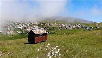 Trabzon'da otobüsü yürüyen eve dönüştürdüler!