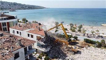 Büyükçekmece'de 40 yıllık site dönüşüm kapsamında yıkıldı