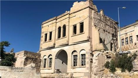 Kapadokya'da 100 yıllık tarihi binaya zincirli koruma