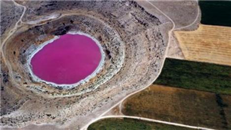 Meyil Obruk Gölü pembeye büründü