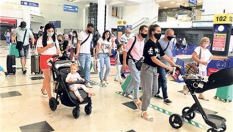 Antalya'ya 3 günde 510 uçakla 100 bin turist geldi