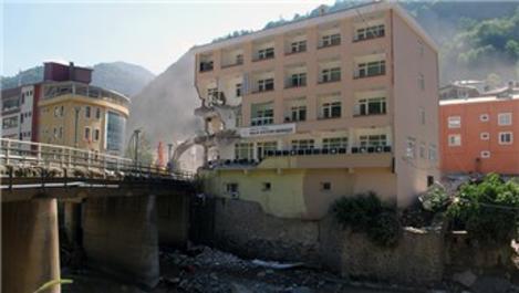 Dereli'de 4 günde 15 binanın yıkımı gerçekleştirildi