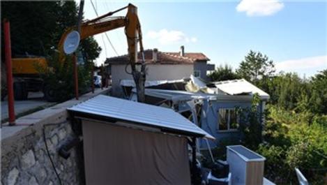 Bursa'da pandemi döneminde yapılan kaçak yapılar yıkılıyor