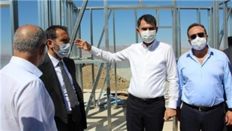 Bakan Kurum, Elazığ'daki deprem konutlarını inceledi