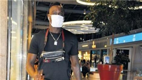 Galatasaraylı Mbaye Diagne'nin AVM turu