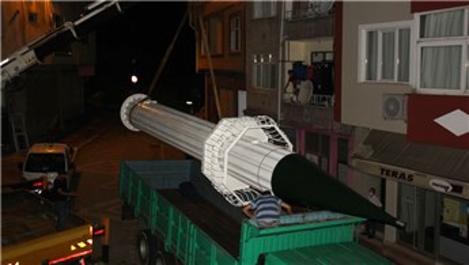 Sivas için yapılan 11 metrelik demir minare yola çıktı!