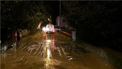 Yusufeli'ne 20 dakika yağmur yağdı, evleri su bastı