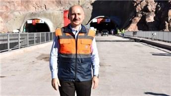 Bakan Karaismailoğlu, Yüksekova'daki tünel şantiyesini inceledi