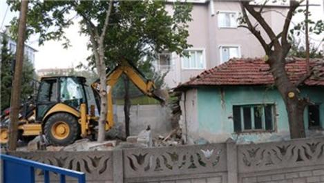 Kırklareli'nde 130 metruk binanın yıkımına başlandı