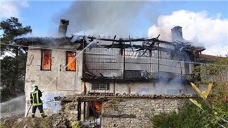 Pamukkale'de tarihi konak yangınında son durum!