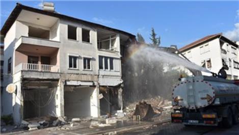 Marmaris'te riskli binaların yıkımı gerçekleştirildi
