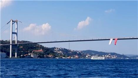 15 Temmuz Şehitler Köprüsü'nde Türk ve KKTC bayrağı!