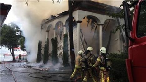 Tarihi Vaniköy Camisi'ndeki yangına ilişkin soruşturma!
