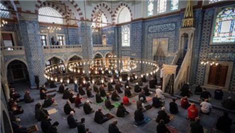 Rüstem Paşa Camisi ibadete açıldı