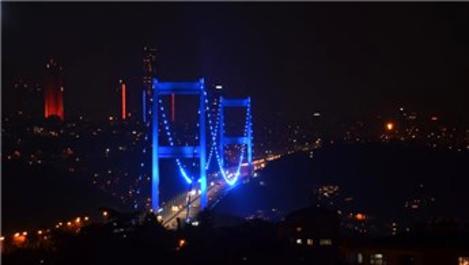 Fatih Sultan Mehmet Köprüsü maviye büründü!