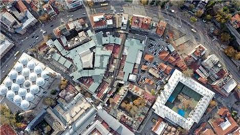 Bursa Ulu Cami çevresindeki eski yapıların yıkımı sürüyor