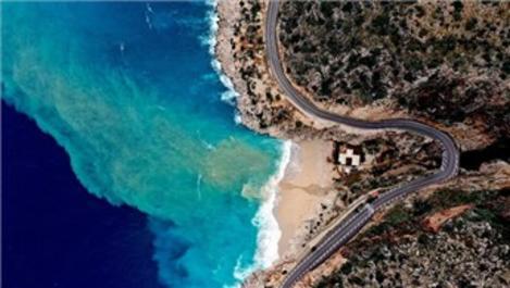 Kaputaş Plajı'nın rengi turkuaza döndü!