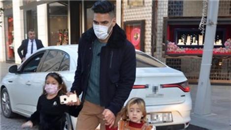 Galatasaray'ın forveti Radamel Falcao İstinyePark'taydı