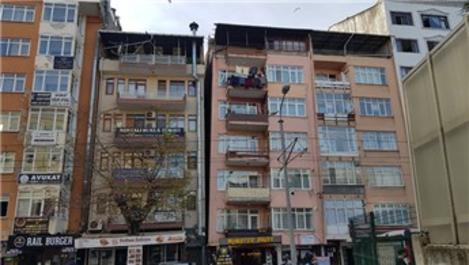Marmara Depremi'nde birbirinden ayrılan iki bina yıkılacak