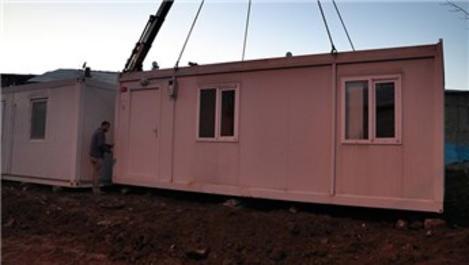 Elazığ'ın Kavaktepe köyündeki depremzedelere konteyner gönderildi