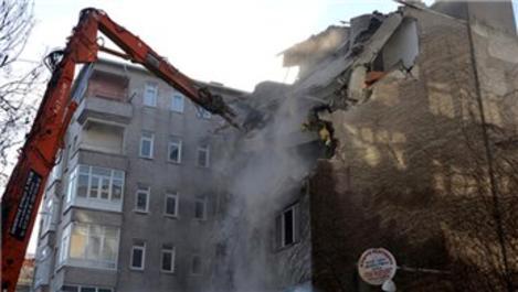 Avcılar'daki 'korku binası' yıkıldı