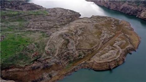 Aydın'da baraj suyu çekilince mahallenin kalıntıları ortaya çıktı