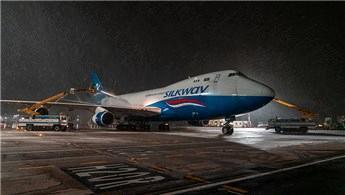 İstanbul Havalimanı'nda uçuşlar kar yağışına rağmen sürüyor