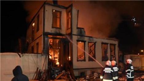 Tarihi Edirne İl Müftülük binasında yangın!