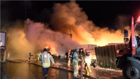 Ümraniye'de geri dönüşüm deposunda yangın çıktı!