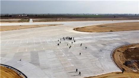 Bakan Elvan, yapımı süren Çukurova Havalimanı'nı inceledi