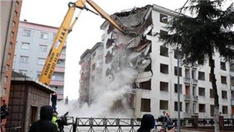 Rize'de 'Pisa Kuleleri'nin yıkımı sürüyor