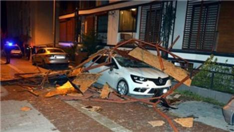 İstanbul'da birçok bölgede çatılar uçtu