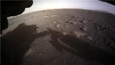 NASA, Perseverance'den gelen ilk fotoğrafı yayınladı!