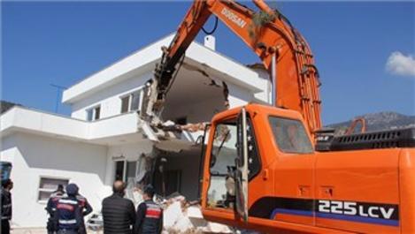 İmara aykırı binaların yıkımı devam ediyor!