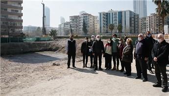 İzmir'de depremde yıkılan Rıza Bey Apartmanı sakinleri ev istiyor