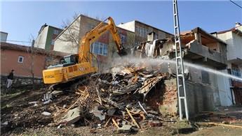Başakşehir'de kentsel dönüşüm kapsamında 10 bina yıkıldı