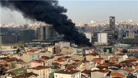 Halkalı'da geri dönüşüm tesisinde yangın!